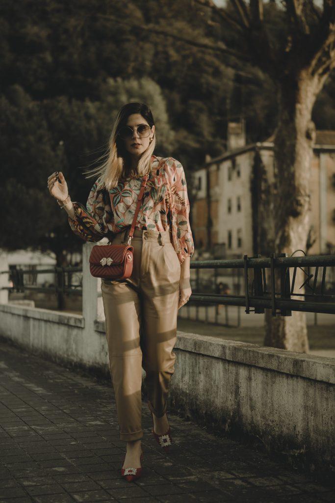 Calças Polipele, look sapatos vermelhos